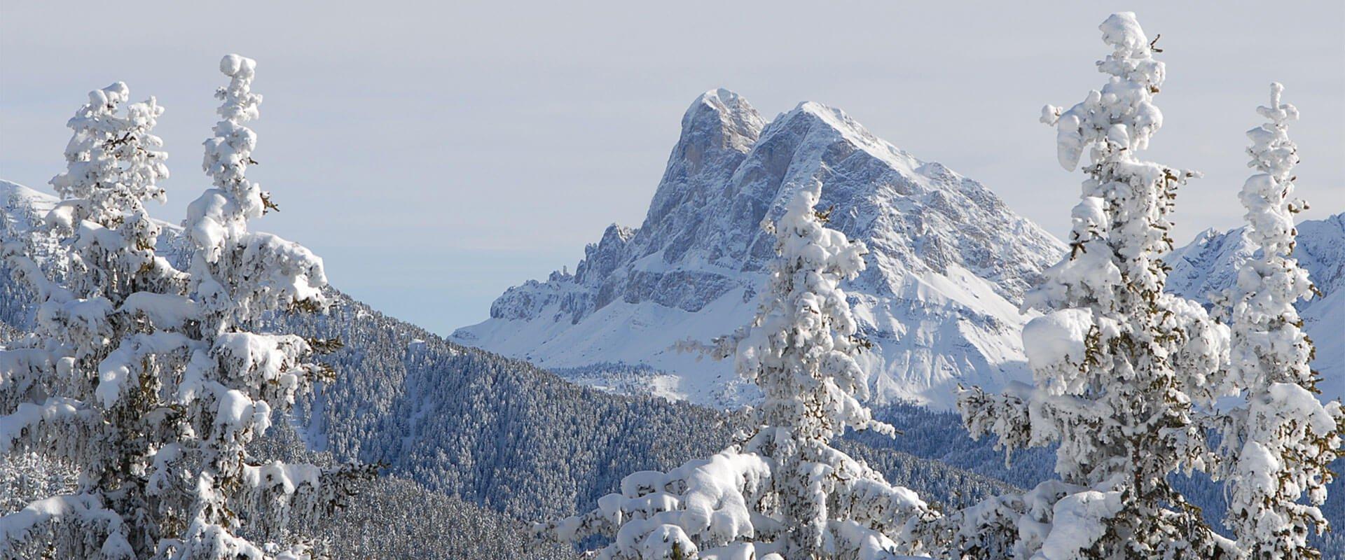 winterurlaub-in-den-bergen-dolomiten