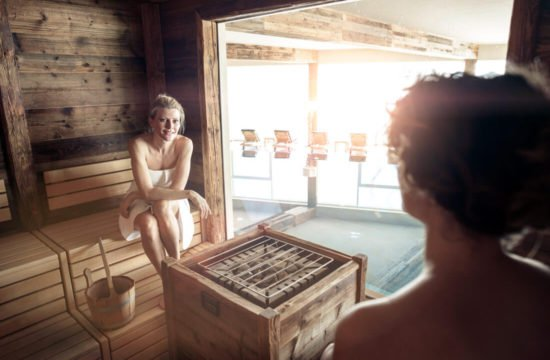 winterurlaub-in-den-bergen-wellness-sauna